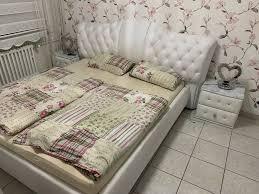 schlafzimmer bett mit 2 nacht kommoden
