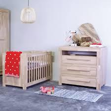 chambre bébé bois naturel awesome chambre bebe en bois massif photos design trends 2017