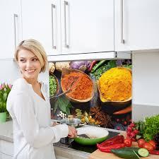küchenrückwand glas gewürze orientalisch rot gelb