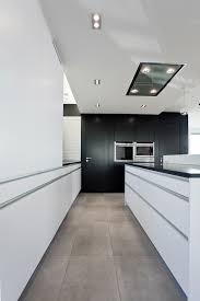 grifflose küche in weiß matt