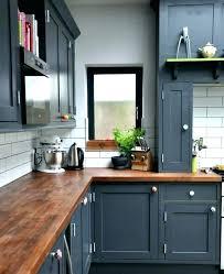 repeindre un meuble de cuisine peinture pour meuble de cuisine en bois dans cette cuisine refaite