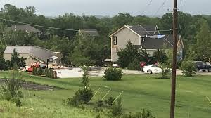 100 Homes In Kansas City Dangerous Storm Damages Homes Trees In Area