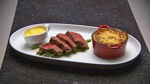chateaubriand cuisine with béarnaise sauce and potato and speck gratin