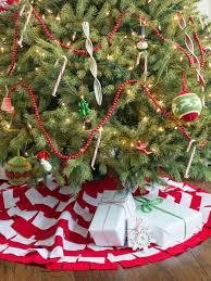 Christmas Tree Bead Garland Ideas by How To Decorate A Christmas Tree Hgtv U0027s Decorating U0026 Design Blog