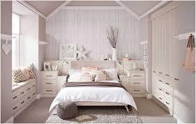 chambre bois blanc chambre dressing encastre bois blanc coin lecture deco