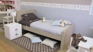 tapis chambre enfant garcon chambre enfant taupe inspirations et chambre bebe calin taupe