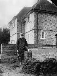 Winston Churchills Iron Curtain Speech by Winston Churchill Beim Hausbau Pictures Getty Images