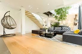 interieur mit neuen wohnzimmer möbel set und moderne hängesessel