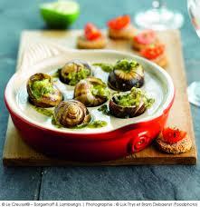 cuisiner les escargots de bourgogne escargots de bourgogne à la sauce aux herbes a vos assiettes