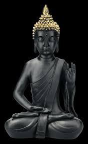 schwarze buddha figur mit erhobener