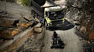 100 Tres Truck Hamster Steers A 15tonne Volvo FMX Truck Up A Quarry Video