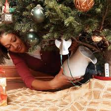 Xmas Tree Waterer by Safe Christmas Decorating Tips Christmas Tree Decoration With Lights