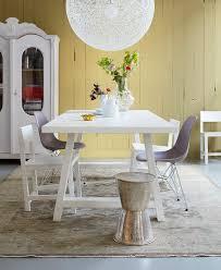 stilmix im esszimmer tisch und stühle bild kaufen