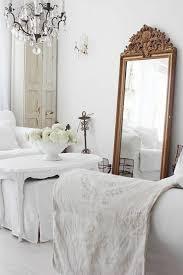 miroire chambre comment décorer avec le grand miroir ancien idées en photos