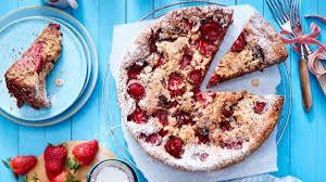 traum aus frucht und nuss versunkener erdbeer nuss kuchen
