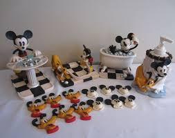 Mickey Minnie Bathroom Decor by 202 Best Disney Bathroom Images On Pinterest Mickey Mouse