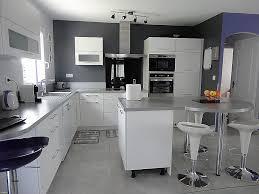 cuisine cerise relooker meuble mélaminé luxe armoires de cuisine blanc ou