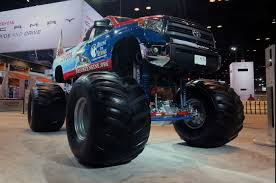7 Truck Monsters From The 2018 Chicago Auto Show - Motor Trend Rams Biggest Truck Gets Some Changes For 2018 Medium Duty Work Fileworlds Largest Truck 1973 Terex Titan 3319 Dump Truckjpg Stop Wikipedia Kenworth W900a Heavyweight Party Pinterest Rigs Pin By Johnny Bowser On Big Trucks Biggest The Trucks In World Compilation 1 Youtube Heavy Cstruction Videos Worlds Carriers And Jeff Cabovers K100 K123 Bryan And Buses Dump For Sale Tn As Well With Huina Lauren Ezzell My Hubby Semi
