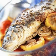 cuisine bar poisson bar au four citron oignons et tomates cuisine plurielles fr