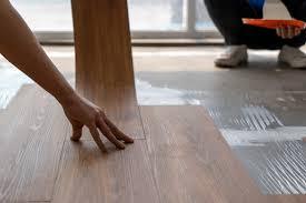 vinylboden auf estrich kleben anleitung in 5 schritten