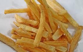 cuisiner le manioc cuisine avez vous deja goute aux frites de manioc voici la