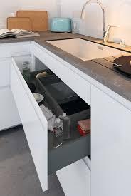 poign de placard cuisine cuisine moderne blanche au design sans poignée ambiance mobalpa