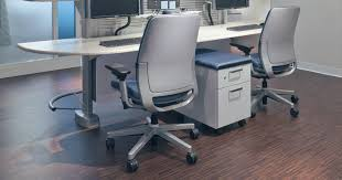 Most Office Chairs Are Designed To Accommodate People Within The 5th 95th Height Percentile This Range Covers Female At 602 Inches