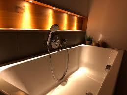 indirekte beleuchtung im badezimmer tischlerei holzart