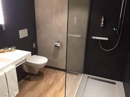 schönes modernes geräumiges bad wc bild weinhotel