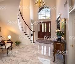 Home Interior Pics Großes Foyer Treppe Kronleuchter Und Marmoretage Bieten Home Interior Design Stockfoto Und Mehr Bilder Architektur