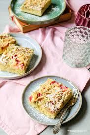 rhabarber blechkuchen mit weißer schokolade mandelstifte