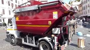 Garbage Trucks Of Italy: Roman Rear Loaders - YouTube