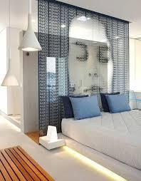 kleines schlafzimmer mit dusche luxuriös und funktional