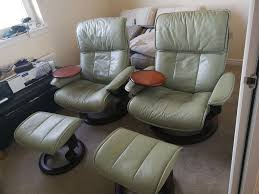 2 Green Ekornes Stressless Reclining & Swivel Chairs With Attached ... Ekornes Strless Mayfair Office Chair Black Paloma Leather Youtube Sunrise Desk Sand By Ambassador Large Consul Recliner Ergonomic Computer Laptop Writing Study Table Home Lab Tables Chelsea Small Chocolate President And Medium Lounger Admiral Ottoman Midcentury Recling Chrome Lounge Magic Rock Color Peace Signature Chairottoman