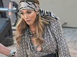Jennifer Lopez s wardrobe malfunction on live TV show ibeat