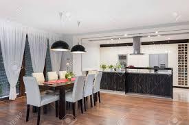 moderne küche und esszimmer in einem exklusiven haus