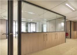separation bureau amovible les cloisons amovibles semi vitrée sur allège espace cloisons