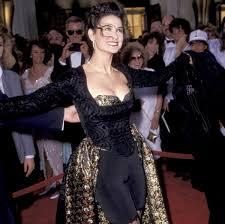 academy awards hall of shame worst oscar dresses of all time