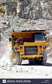 100 Uke Truck A Huge Caterpillar 775E Truck Hualing Large Rocks In A Limestone