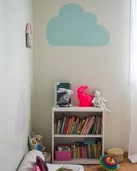 pochoir chambre bébé peindre des pochoirs sur les murs