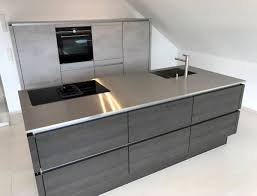 tolle design küche in betonoptik und absetzungen in