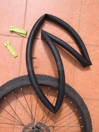 la chambre a air roue de bicyclette désassemblée avec la chambre à air photo stock