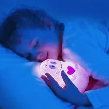 veilleuse pour chambre quelle veilleuse pour bébé dans votre chambre d enfant archzine fr