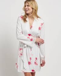 robe de chambre satin peignoirs et kimonos en satin flannelle ou dentelle la vie en