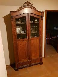 schrank wohnzimmer möbel vitrine krone gründerzeit antik alt edel
