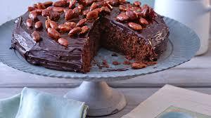 pastinaken schokoladen kuchen mit gebrannten mandeln rezept
