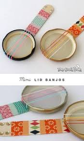 Make These Mini Banjos With Rubber Bands And Metal Lids How Cute Are