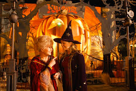 Halloweentown 2 Full Cast by The Halloweentown Cast Reunited In Honor Of Late Debbie Reynolds