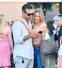 Zeen LeAnn Rimes and Ed Cibrian keep distance from Brandi
