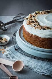 möhrenkuchen mit mascarpone vanille creme carrot cake with mascarpone vanilla frosting